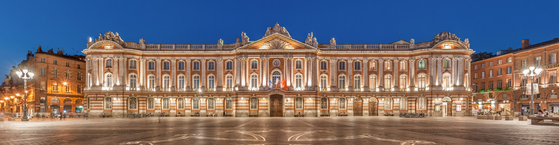 toulouse_capitole_night_wikimedia_commons-photo-benh-lieu-song